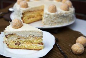 готовый торт разрезаем на кусочки