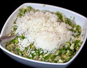 добавляем рис и перемешиваем
