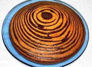 выливаем все тесто и выпекаем его 60 минут