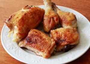 обжариваем курицу со всех сторон