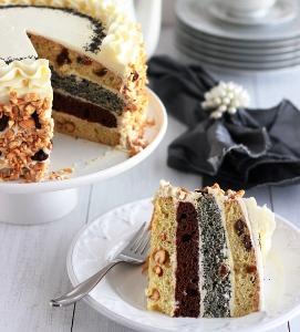 подаем торт с кофе или чаем