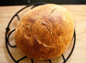 готовый хлеб подаем холодным с маслом