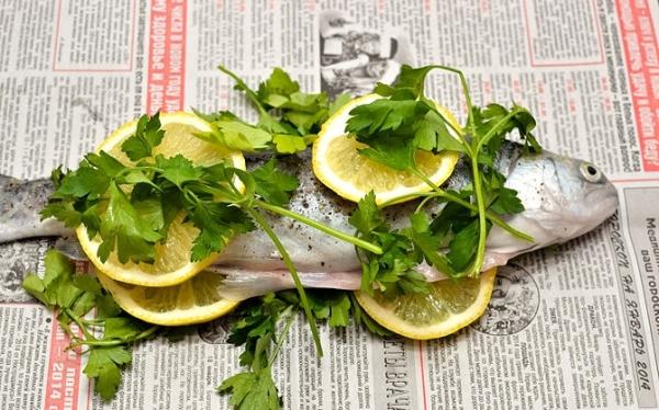 Добавьте петрушку и лимон