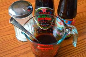 смешиваем вино, специи, соль и устричный соус