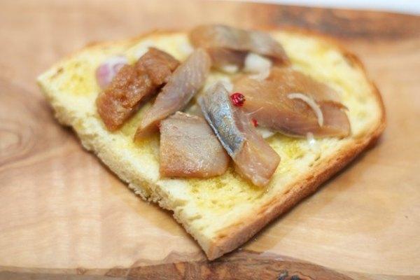 Бутерброды с копченой сельдью