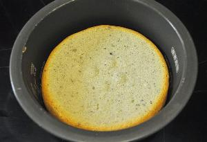 выпекае тесто 1 час и на 1 час оставляем в мультиварке остывать
