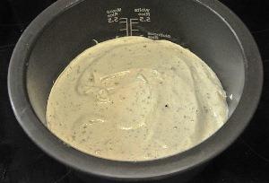 смешиваем банановое пюре, взбитые яйца и сахарную смесь