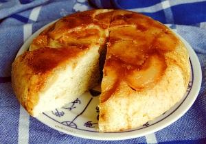 готовый пирог подаем со сливками и сахарной пудрой