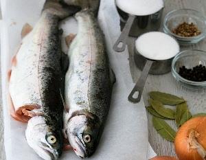 чистим и режем рыбу