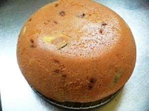 оставляем пирог в кастрюле на пол часа