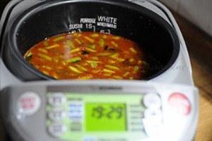 добавляем столовую ложку томатного соуса