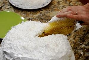 ставим готовый торт в холодильник