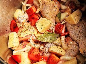 курицу и овощи тушим в течение 25 минут