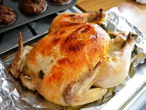 готовую курицу подаем на стол