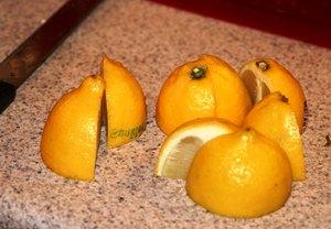 нарезаем лимоны