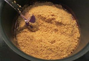 смешиваем печенье, сахар, какао и масло