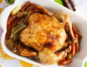 выкладываем готовую курицу на блюдо
