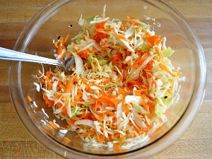 добавляем натертую морковь