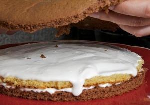 кладем сверху новый слой пирога