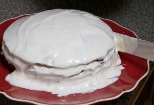 намазываем кремом бока торта