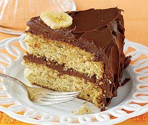 Подаем банановый торт на стол