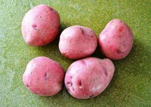Чистим и режем картошку