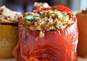 Подаем перцы с томатным соусом