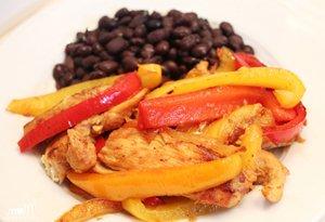 Подаем куриное филе с овощами