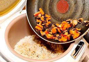 Добавляем поджарку к рису