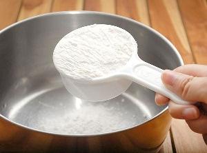 Просеиваем муку и соль