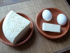Добавляем в начинку яйца