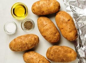 Моем и вытираем картофелины