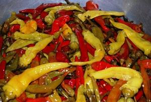 Добавляем в маринад перец