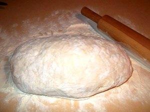 Готовим опару и замешиваем тесто