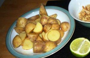 Чистим и режем овощи для говядины c картошкой в мультиварке