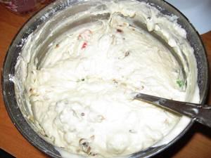 Размешиваем тесто для кекса и ставим его в теплое место