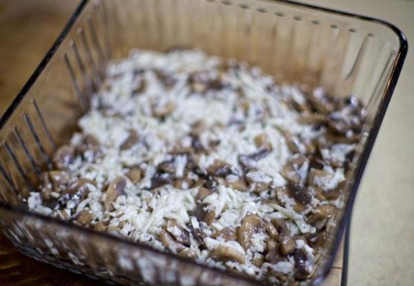 Добавляем грибы в салатник