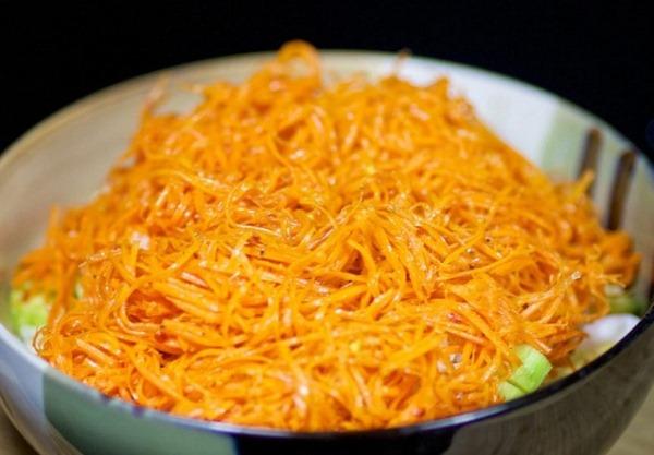 Добавляем в салат морковку