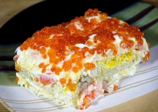 Салат с красной икрой и креветками