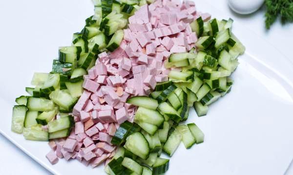 Салат с кукурузой, копченой колбасой и огурцом фото рецепт Коломна