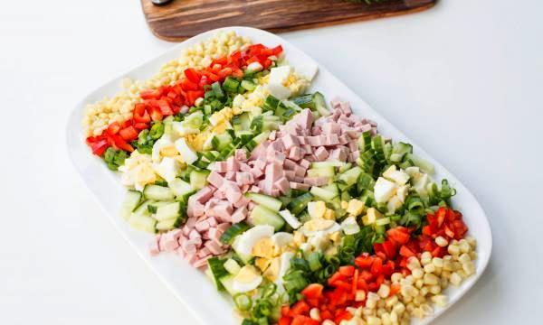Выкладываем ингредиенты на тарелку