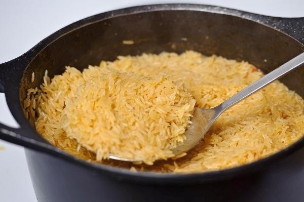 Переворачиваем слой риса
