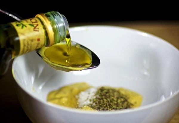 Добавляем в маринад масло