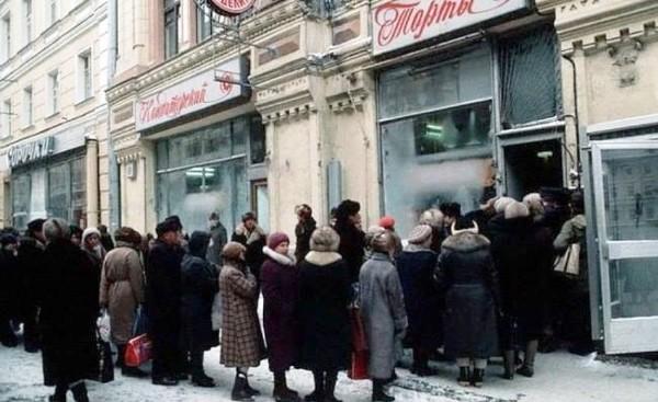 Чтобы достать Киевский торт советские граждане стояли в очередях