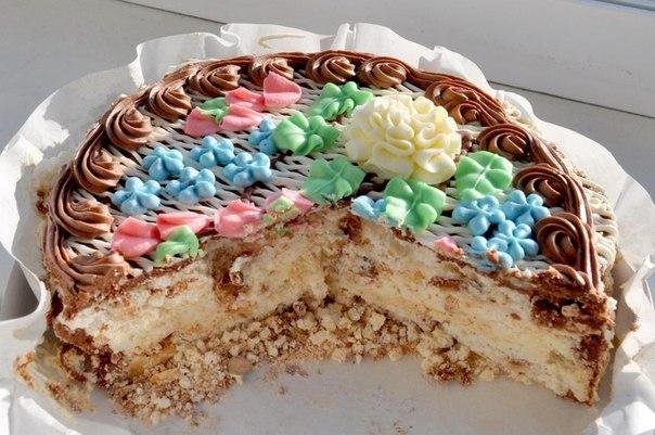Рецепт киевского торта включал крем шарлот