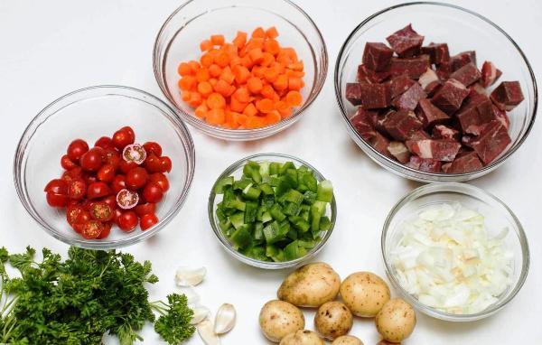 Моем и режем мясо и овощи