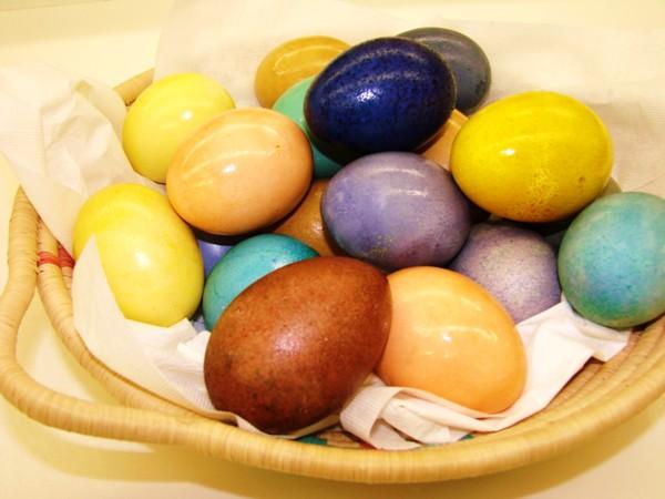 Красим яйца натуральными красителями