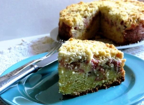 Простой пирог с ревенем в мультиварке