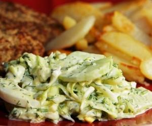 Салат из молодой капусты с огурцом