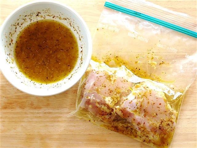 Маринуем мясо в пакете с маринадом